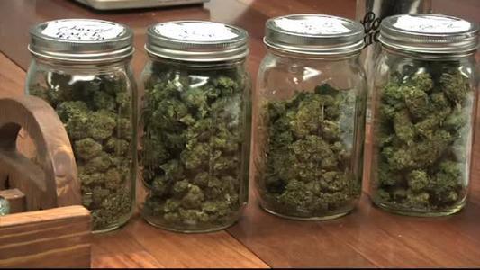 marihuana en botes de cristal
