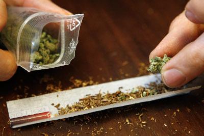 porro de marihuana con tabaco