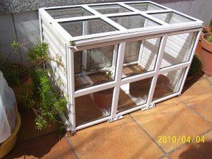 como cultivar marihuana en invierno foto de invernadero casero